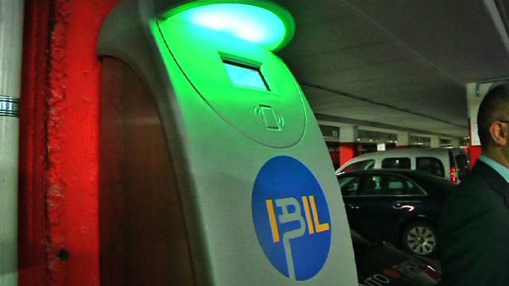 Ibil y Eroski instalan puntos de recarga de vehículos eléctricos en el aparcamiento del super de Salburua (Vitoria-Gasteiz) [1:11]