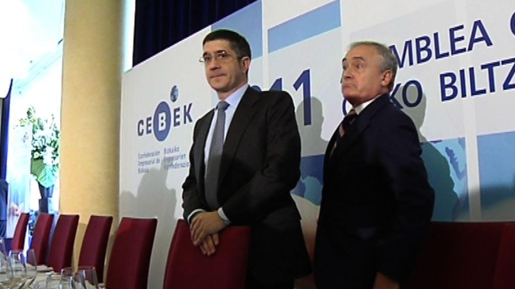 """El Lehendakari apela a la """"corresponsabilidad"""" de instituciones de crédito, cajas y bancos para dotar de liquidez a las empresas  [1:34]"""