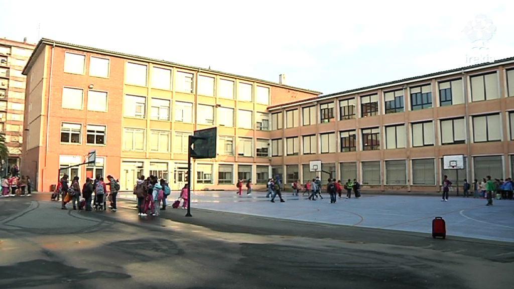 """Educación insta a los sindicatos a desconvocar la huelga en los comedores escolares y a dejar de usar al alumnado como """"rehenes"""" [1:51]"""