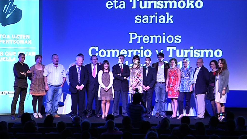 Siete entidades y empresas obtienen los Premios del Comercio y el Turismo Vasco 2011 [53:55]