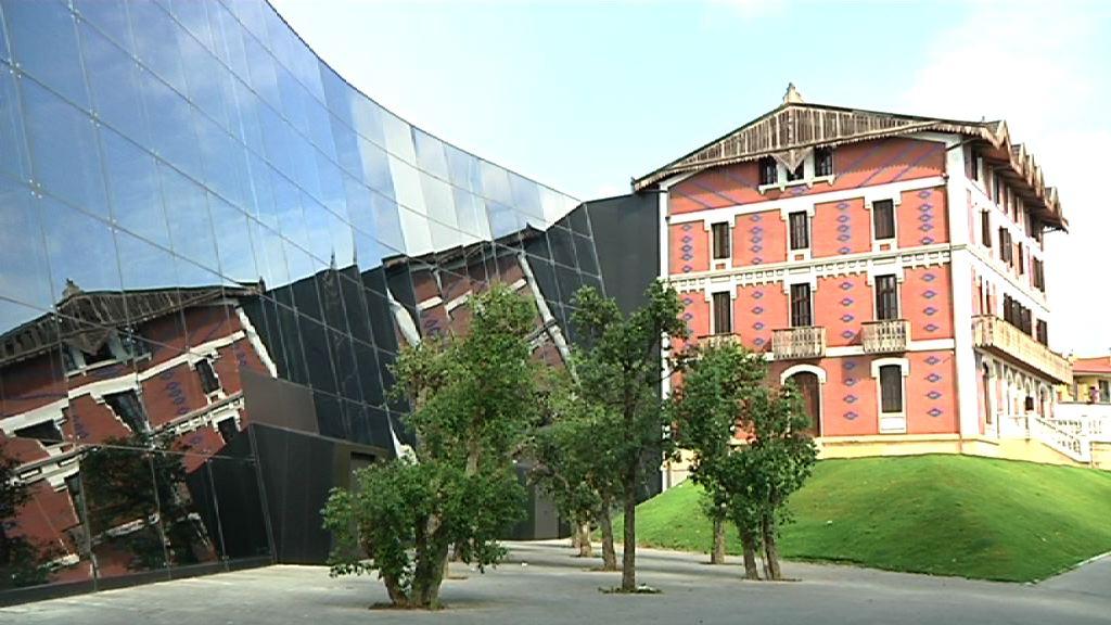El Museo Balenciaga, por dentro [2:00]
