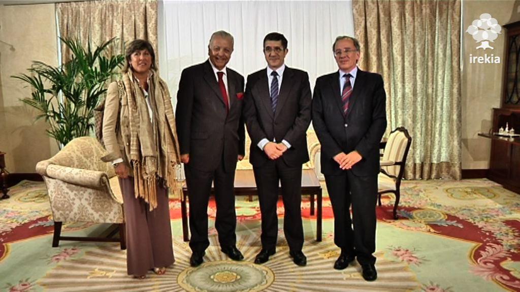 El Lehendakari se reúne con el embajador de Chile [1:10]