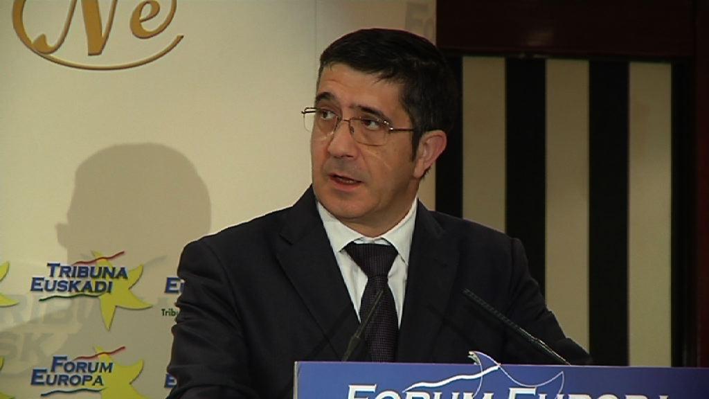 Presentación del Lehendakari a Javier Rojo en el Forum Europa [6:02]