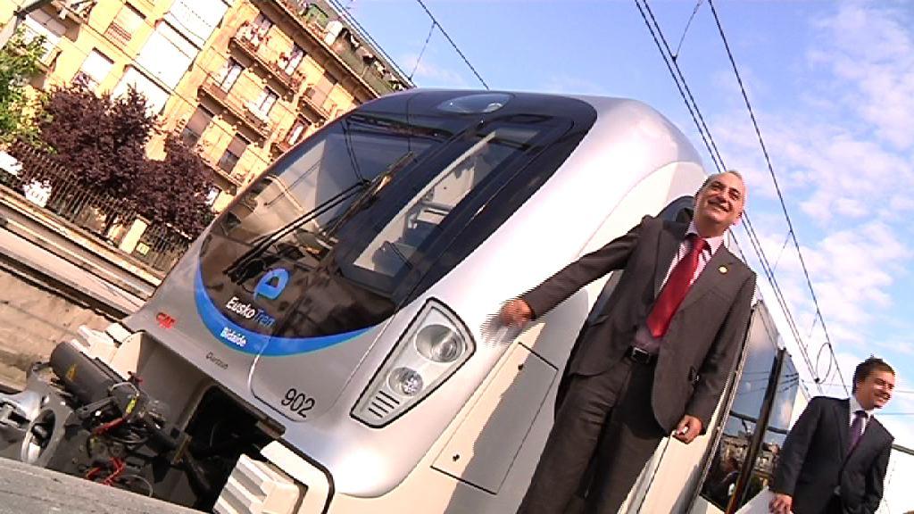 Arriola Sailburuak EuskoTrenen tren berrien lehen bidaia inauguratu du  [1:20]