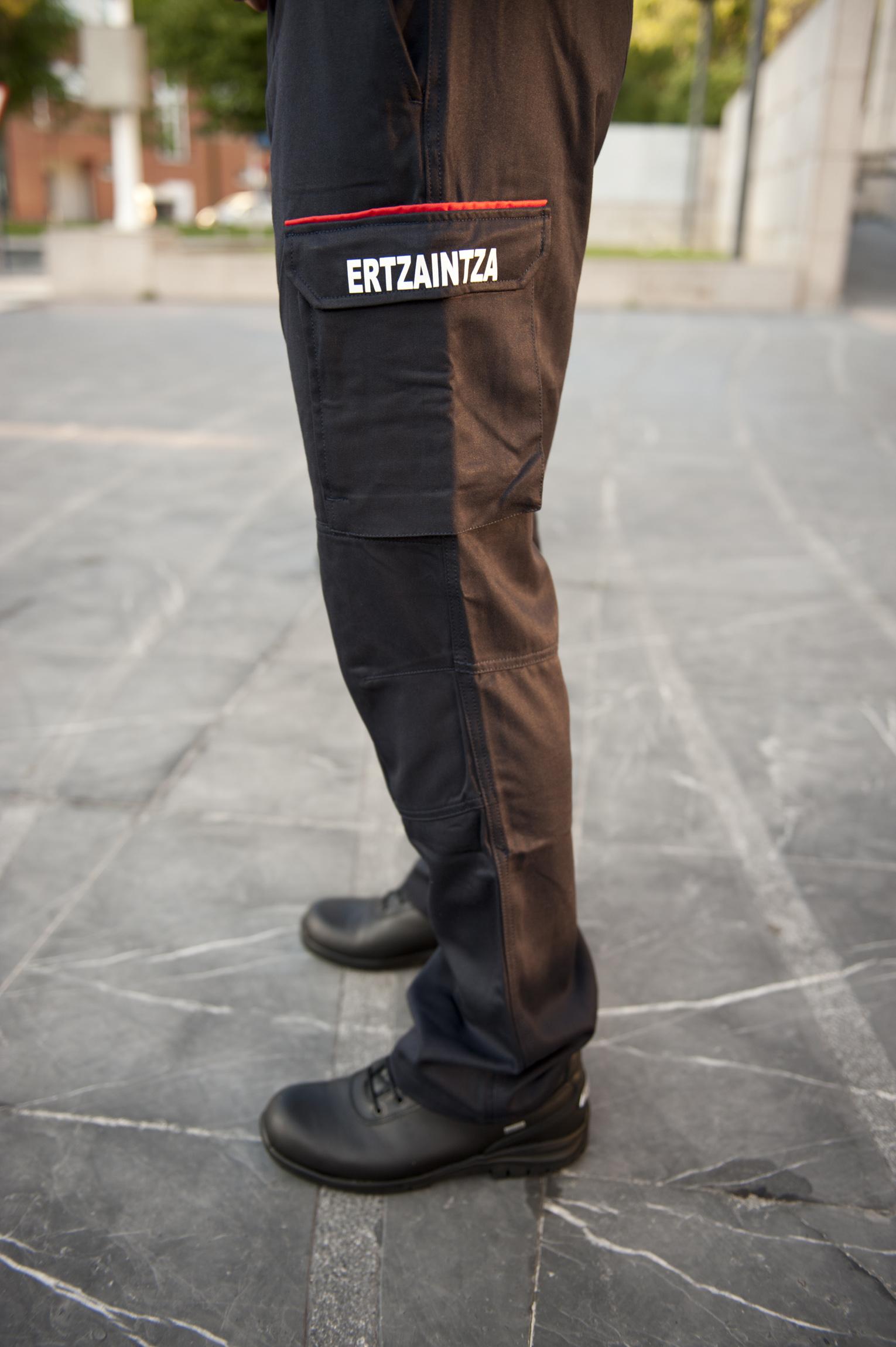 2011_07_23_ertzaintza_uniforme_003.jpg
