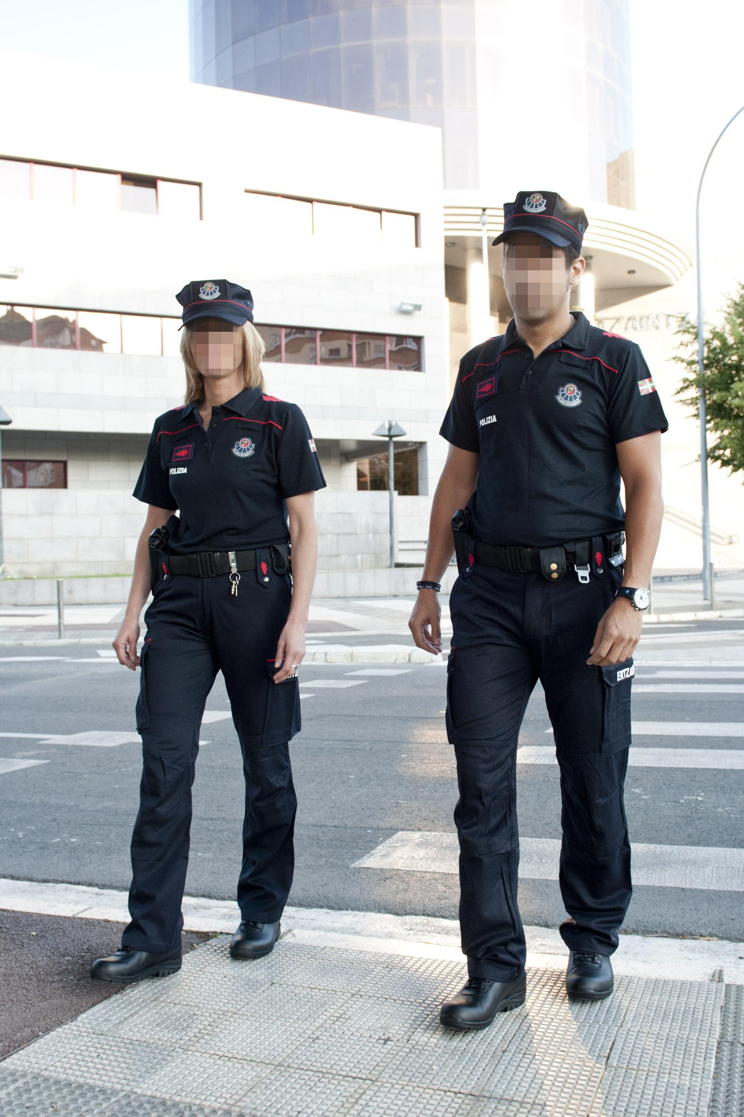 2011_07_23_ertzaintza_uniforme_007.jpg