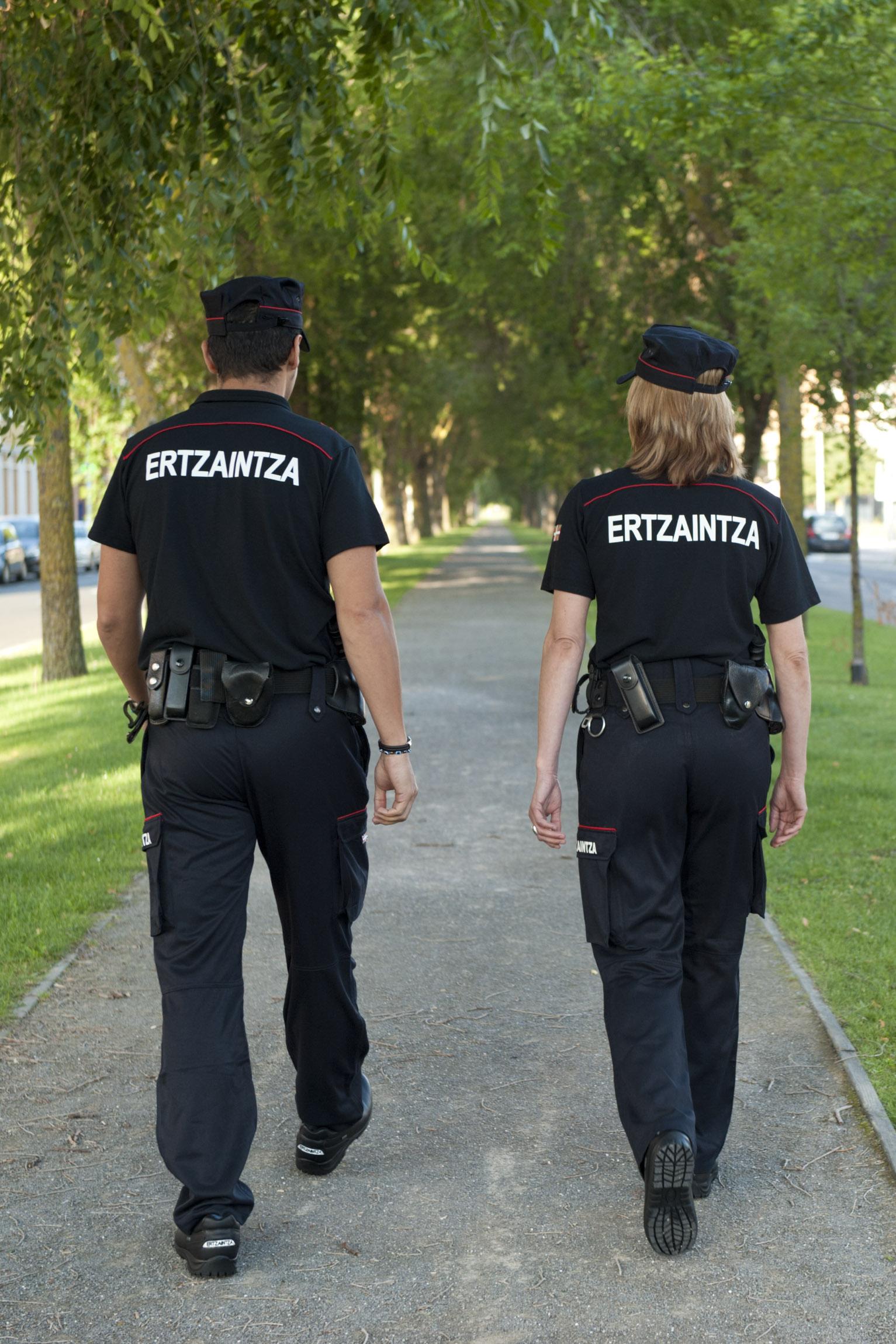 2011_07_23_ertzaintza_uniforme_008.jpg
