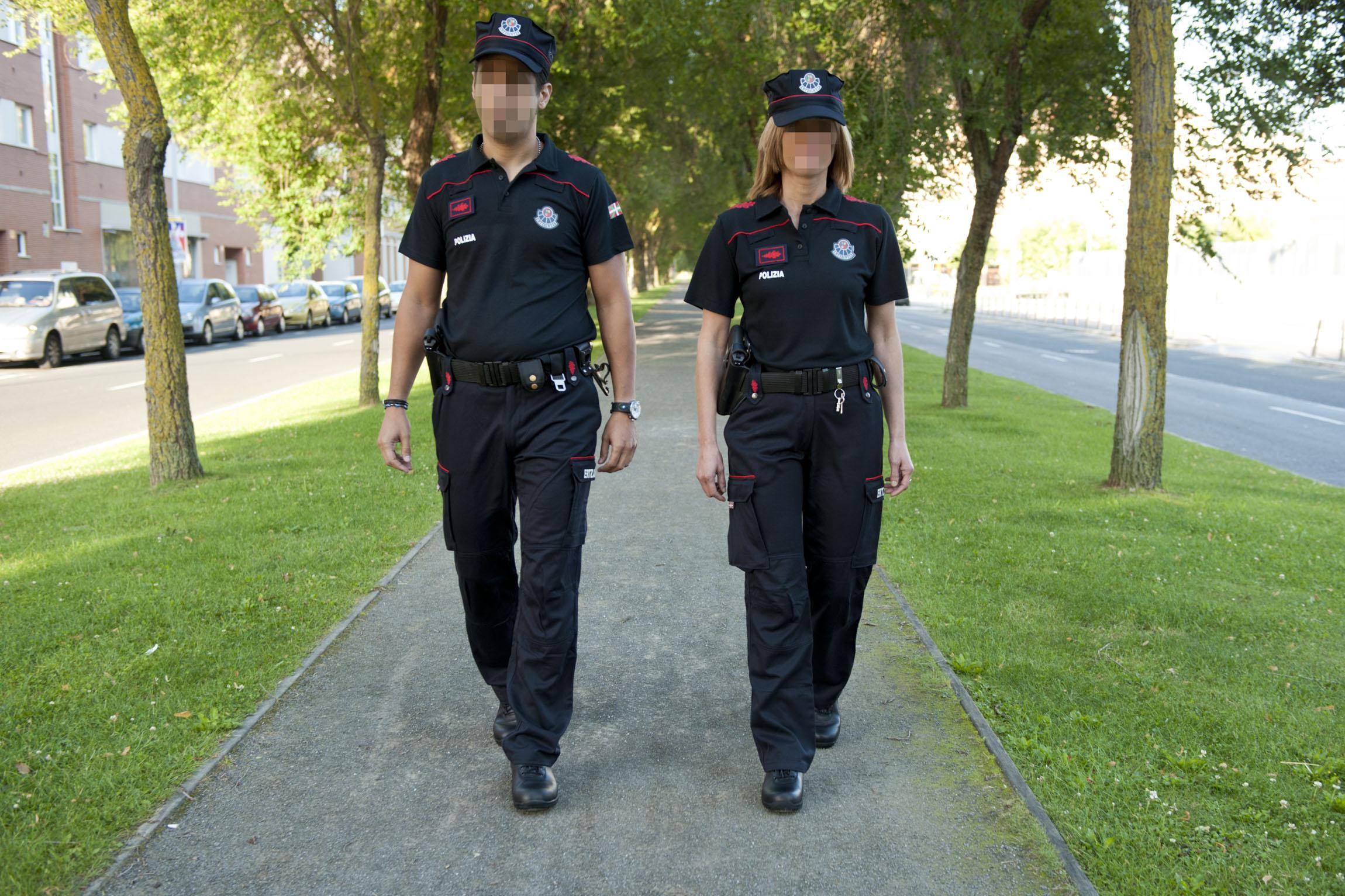 2011_07_23_ertzaintza_uniforme_009.jpg