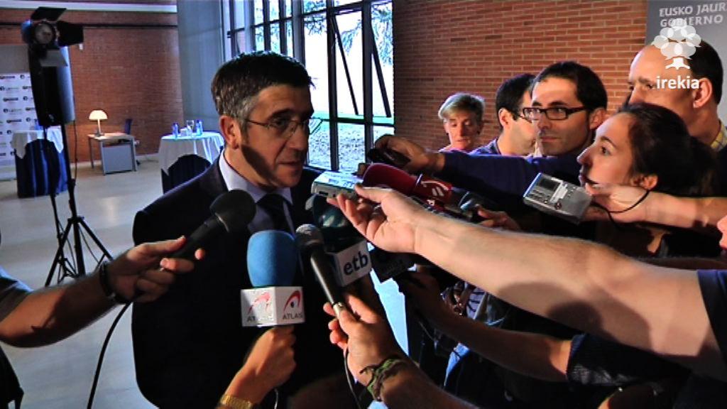 """El Lehendakari aboga por un """"compromiso colectivo"""" en el plan especial de empleo [1:39]"""