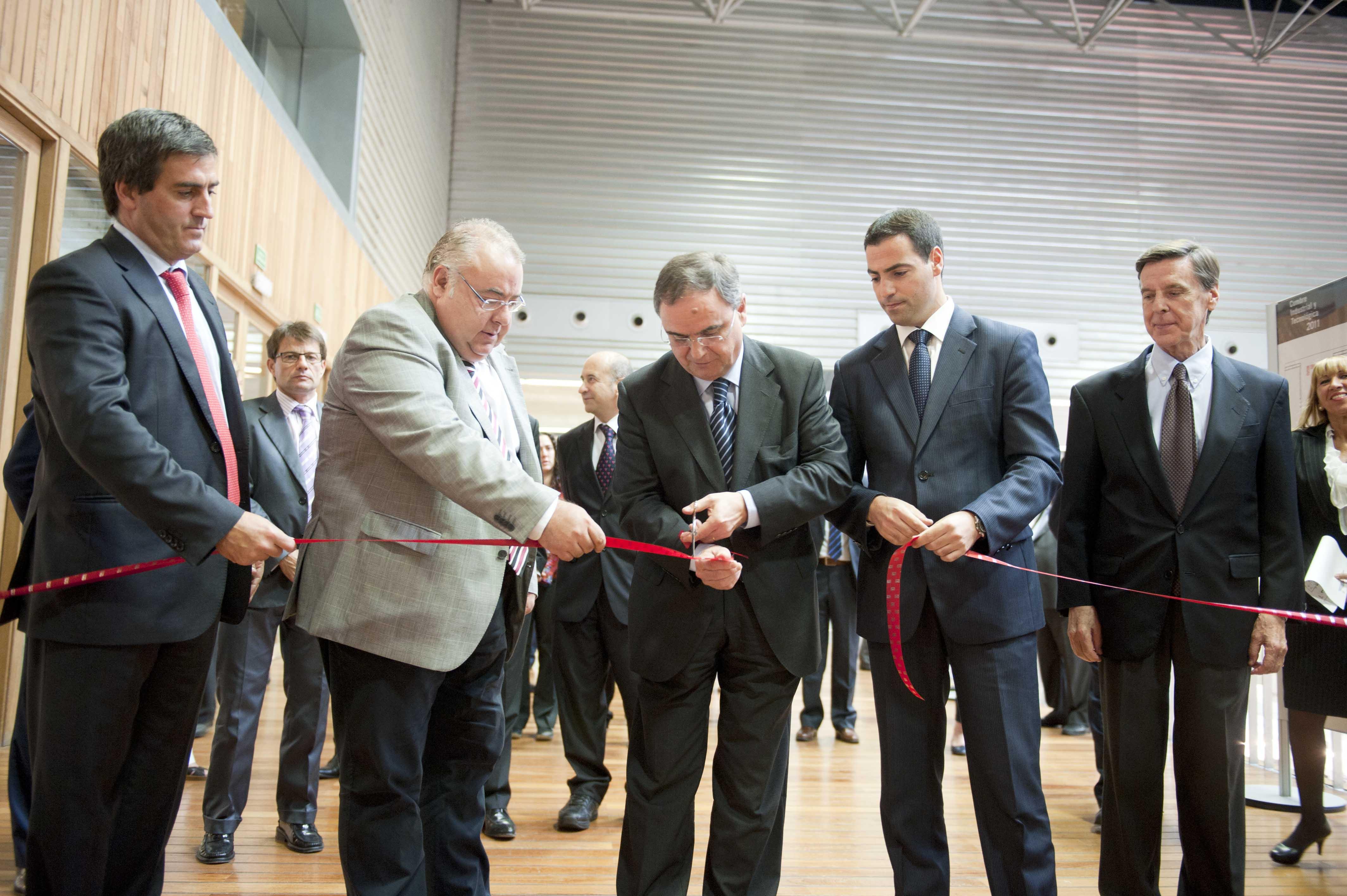 2011_09_27_industria_cumbre_industrial_cinta.jpg