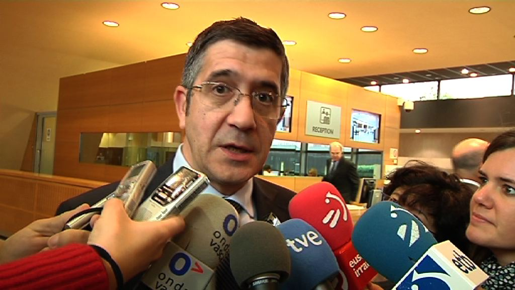 """Comisión Europea, Gobierno Vasco y Diputaciones  se reunirán en busca de fórmulas que palien las consecuencias de las """"vacaciones fiscales""""  [3:29]"""