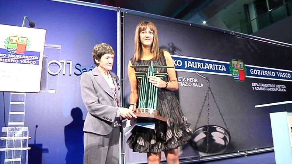 Josefina Triguero, primera jueza de España, recibe el Premio Manuel de Irujo 2011 [0:52]