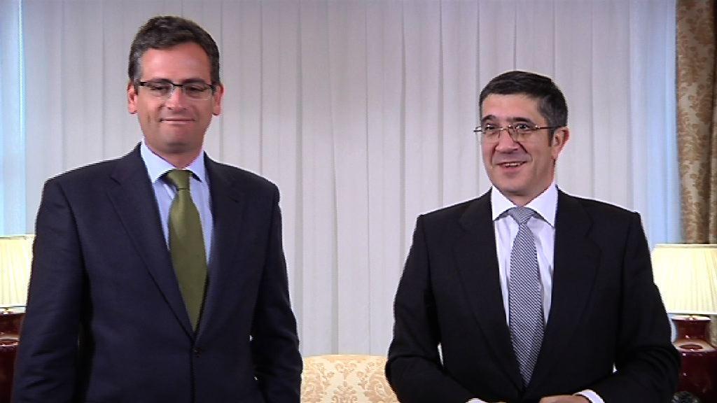 El Lehendakari ha recibido al líder del PP en su ronda de contactos sobre el fin del terrorismo [1:08]