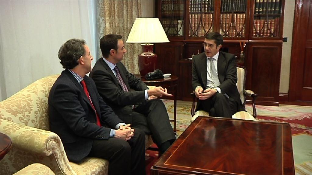 El Lehendakari se reúne con representantes del PSE [0:28]