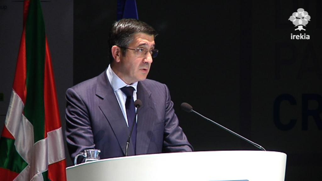 """El Lehendakari agradece la labor de los empresarios que """"aguantaron"""" la amenaza terrorista [2:00]"""