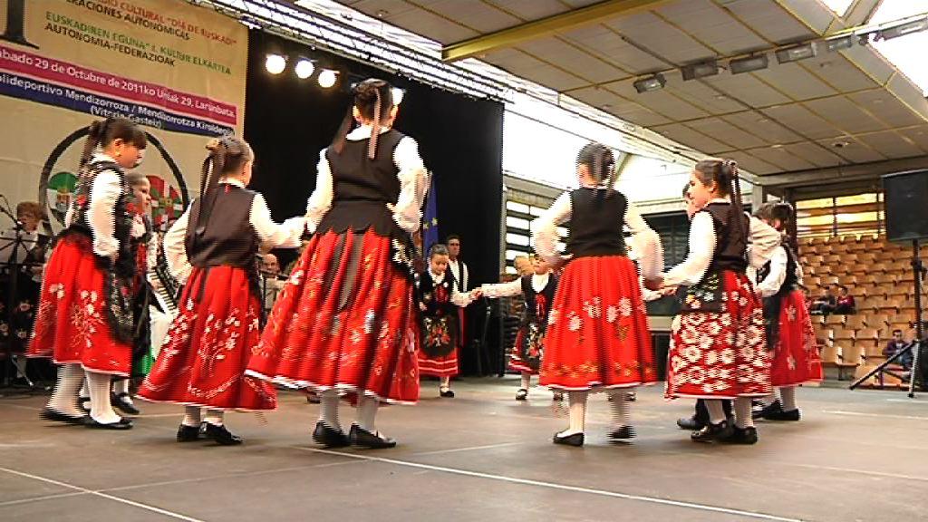 I. Euskadi-Eguna, herrialdeetako etxeen federakuntzak antolaturik [1:11]