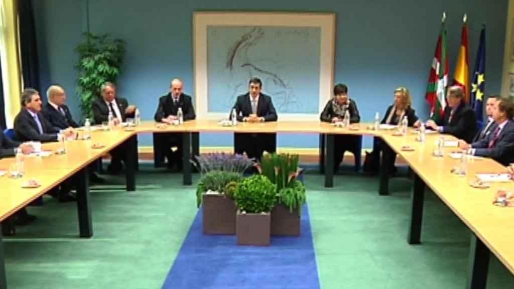 Patxi López Lehendakariak bilera izan du  Euskadin akreditatua den kontsul-taldearen ordezkariekin [0:32]