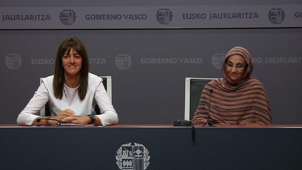 Idoia Mendia presenta a Aminetu Haidar como Premio René Cassin 2011 [18:26]