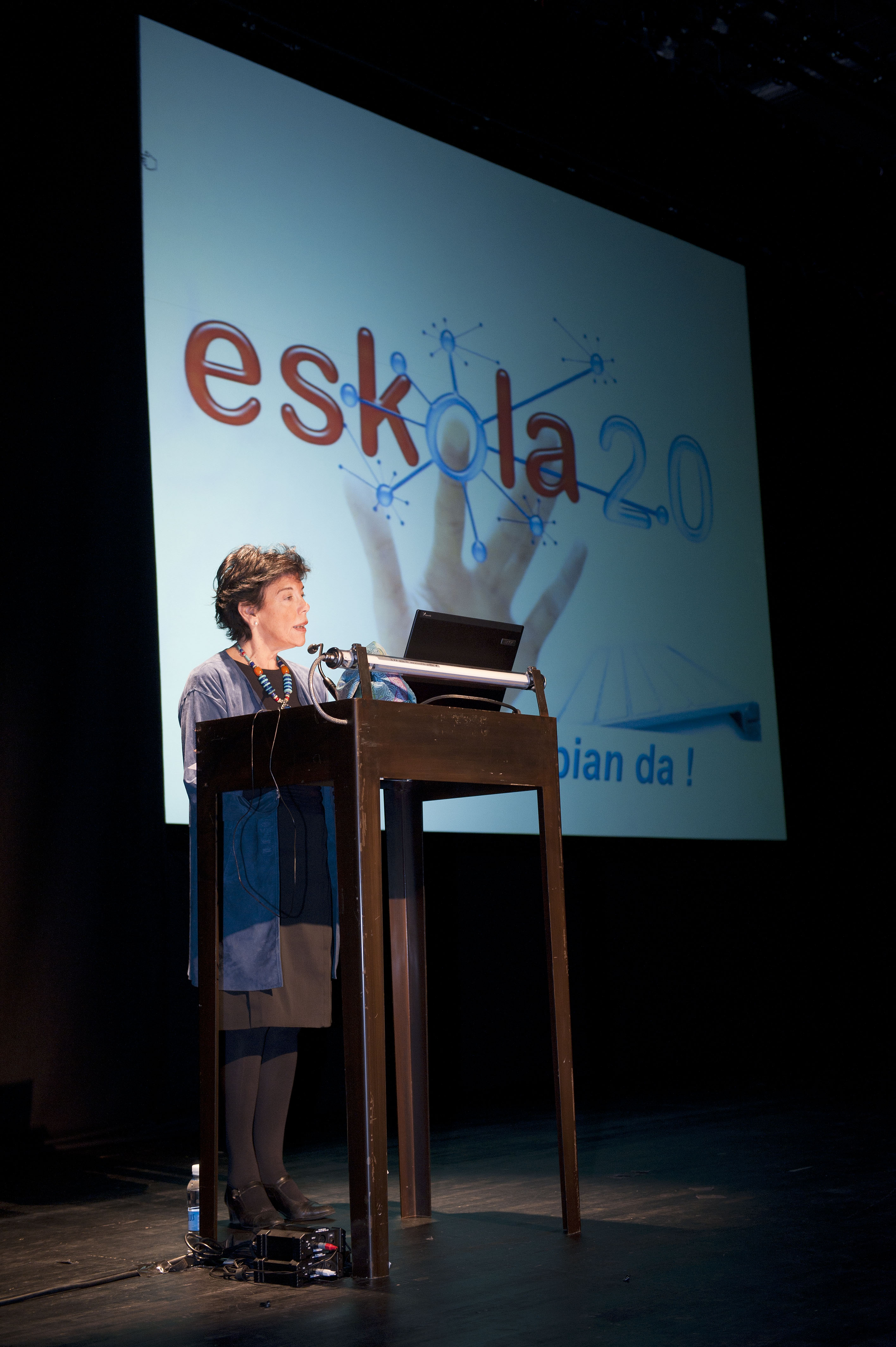 2011_11_30_educacion_eskola_cela_hablando.jpg