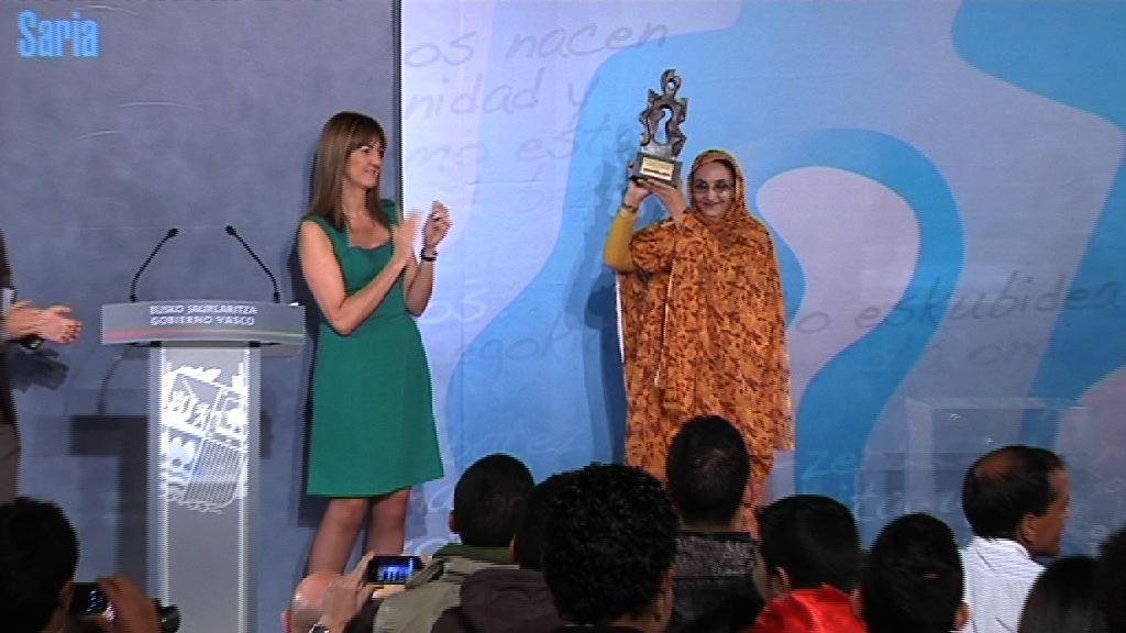 Aminetu Haidar recibe el Premio René Cassin de Derechos Humanos 2011 [46:10]