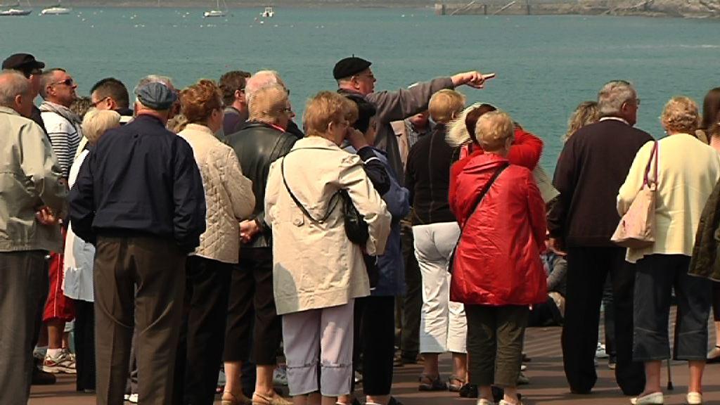 Ocho de cada 10 vascos ve al turismo como clave  para el desarrollo económico de Euskadi [1:27]