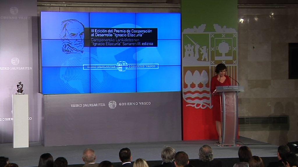 """El proyecto FIARE de Banca Ética, Premio """"Ignacio Ellacuría"""" [50:11]"""