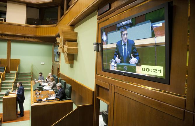 "El Lehendakari acusa al PNV de ""jugar con la credibilidad de Euskadi"""