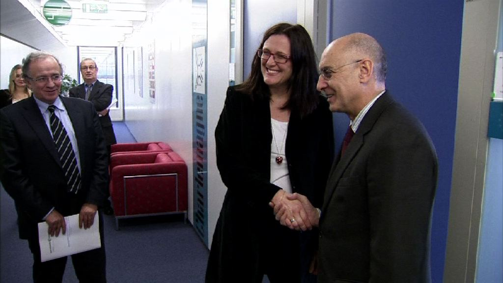 Ares outlines the remembrance and coexistence projects for the European Commissioner for Home Affairs, Celia Malmström  [0:50]