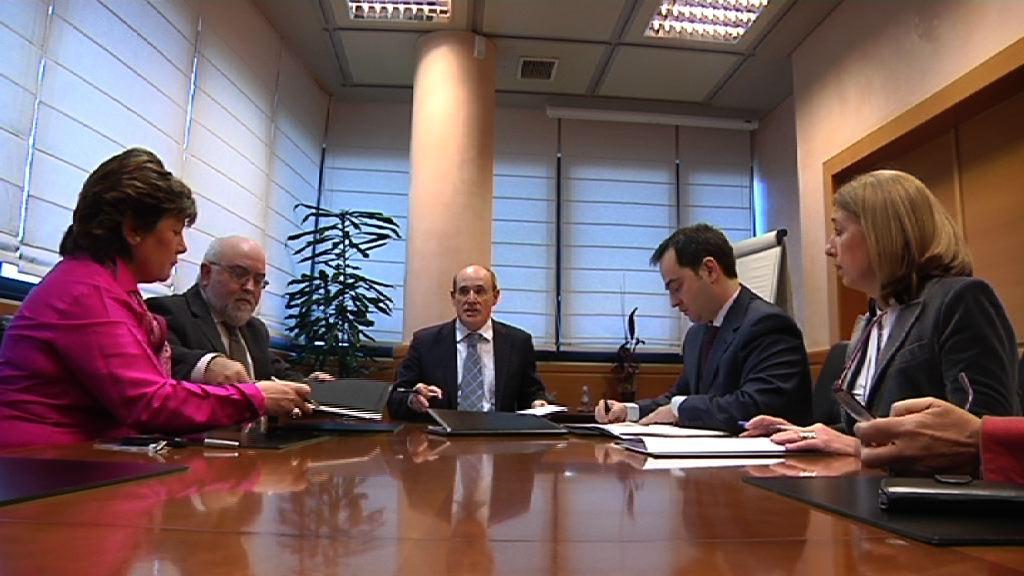 Firma de un convenio de colaboración entre el Gobierno Vasco y Consejo de Farmacéuticos para avanzar en la implantación de la receta electrónica [3:14]
