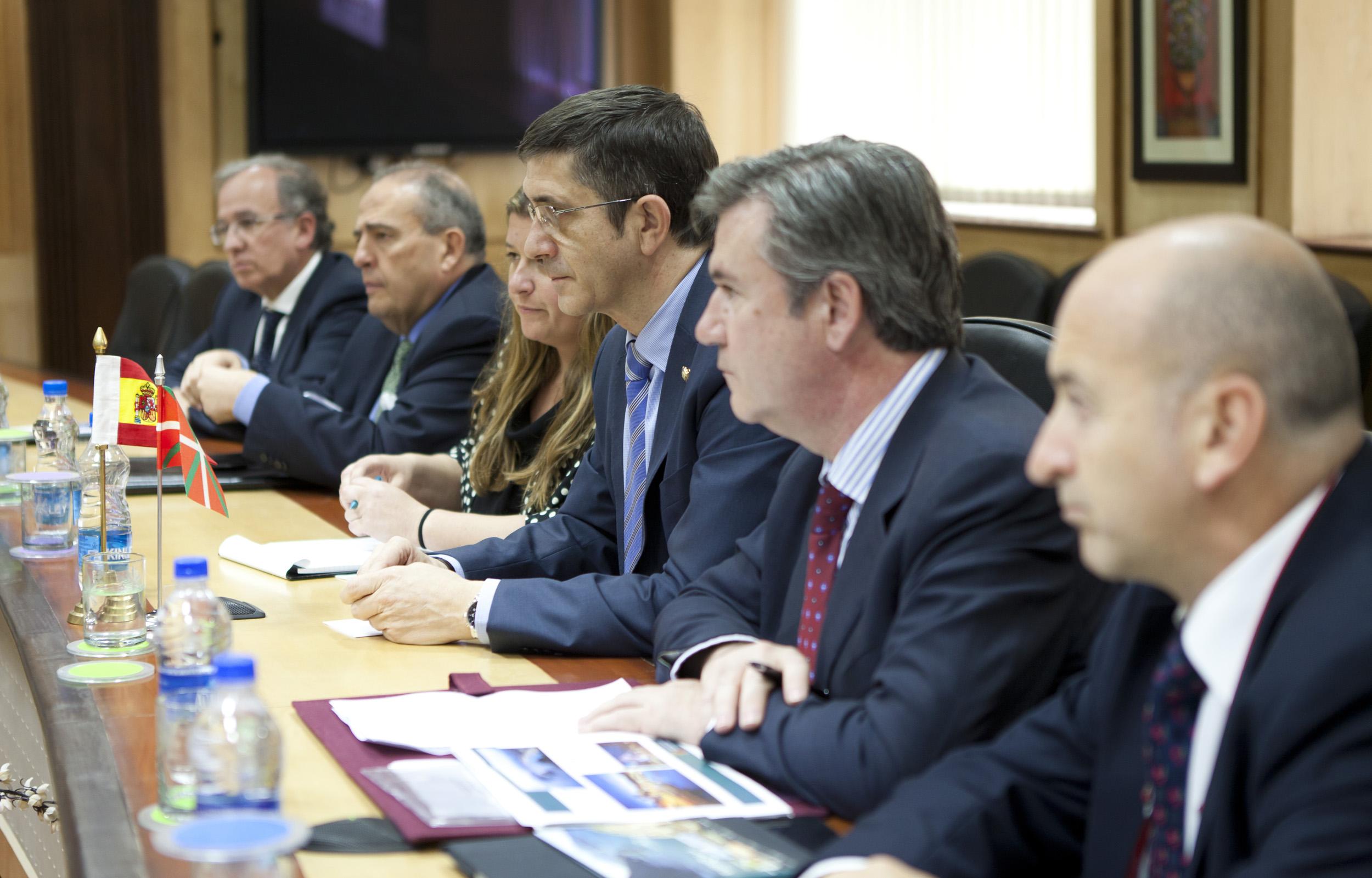 2012_03_21_lehendakari_ministro3.jpg