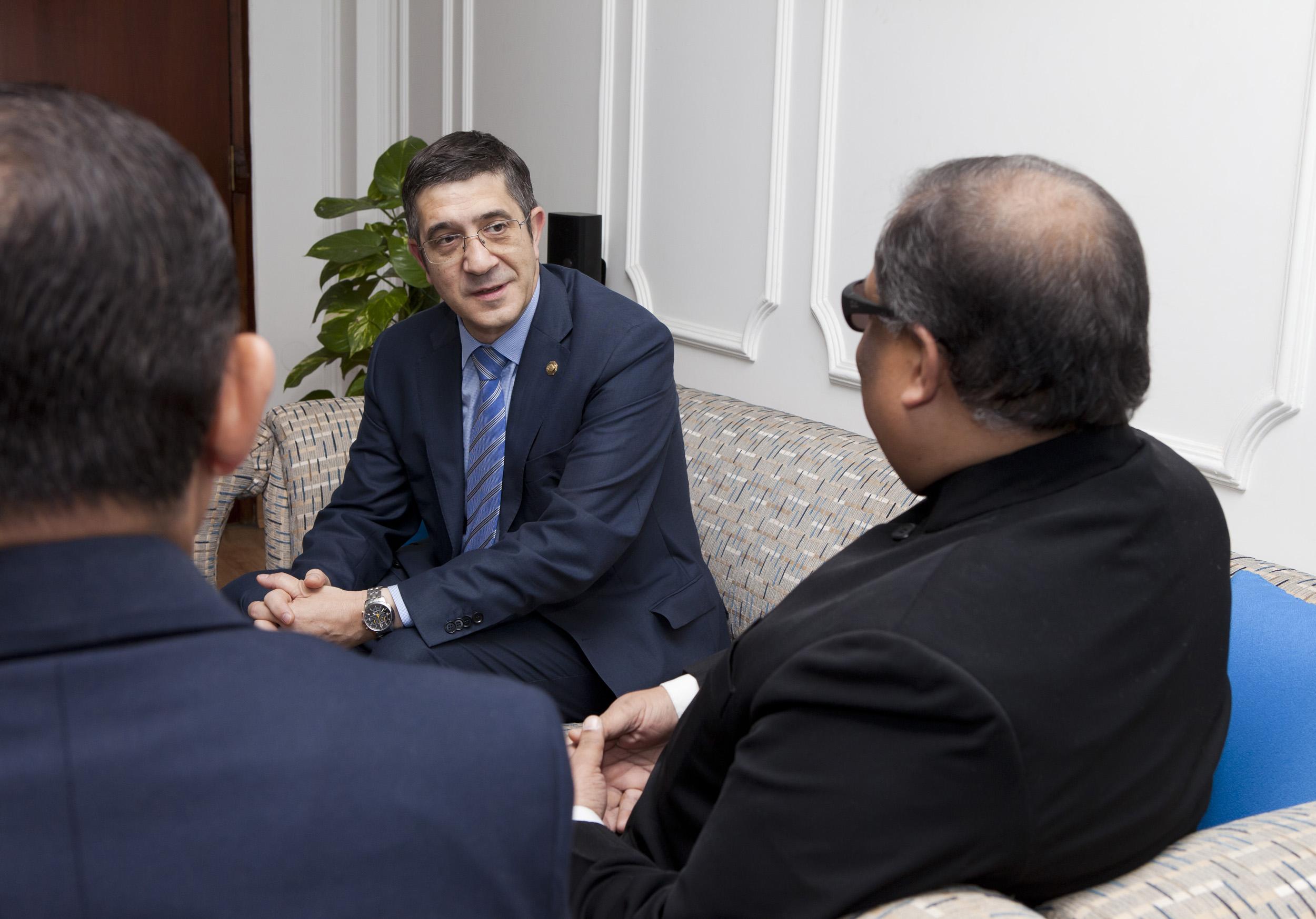 2012_03_21_tribuna_india_espana7.jpg