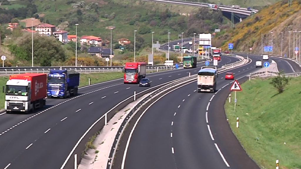 La Dirección de Tráfico pone en marcha un procedimiento para cobrar las sanciones a vehículos extranjeros [1:07]