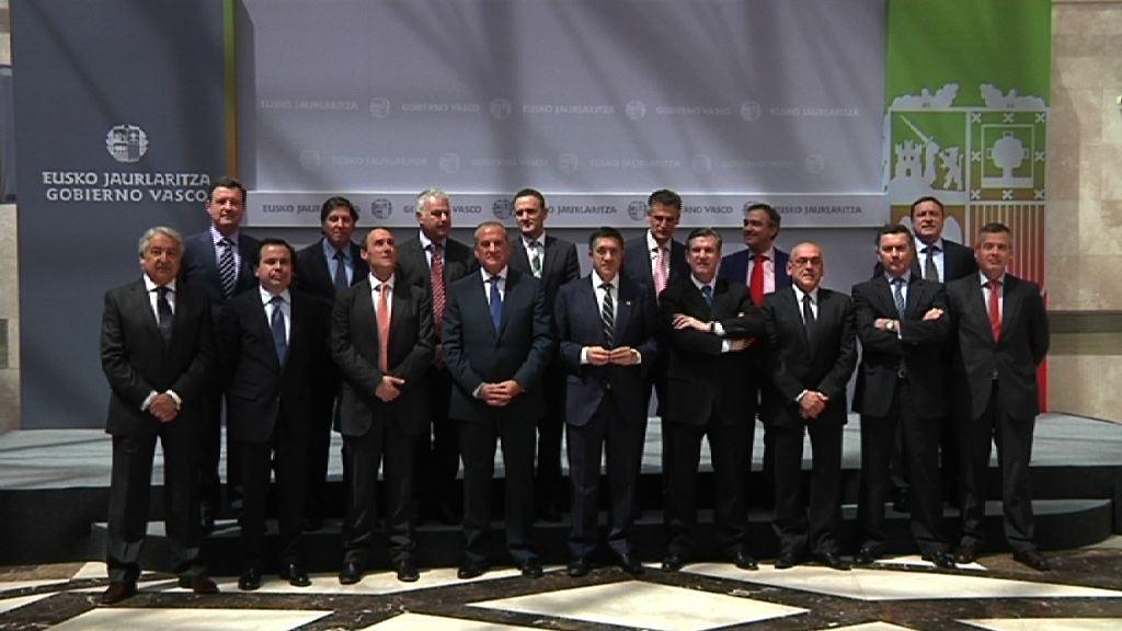 El Lehendakari preside la firma de un convenio conjunto con las organizaciones empresariales y las cámaras vascas  [21:39]