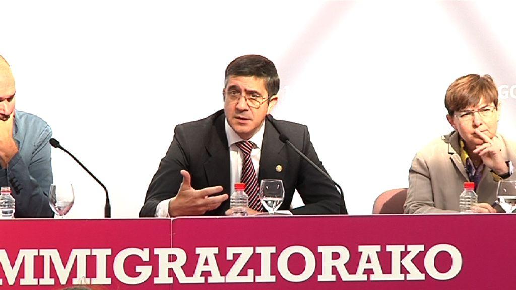 El Lehendakari preside una jornada de debate sobre el Pacto Social por la Inmigración en Euskadi  [10:22]