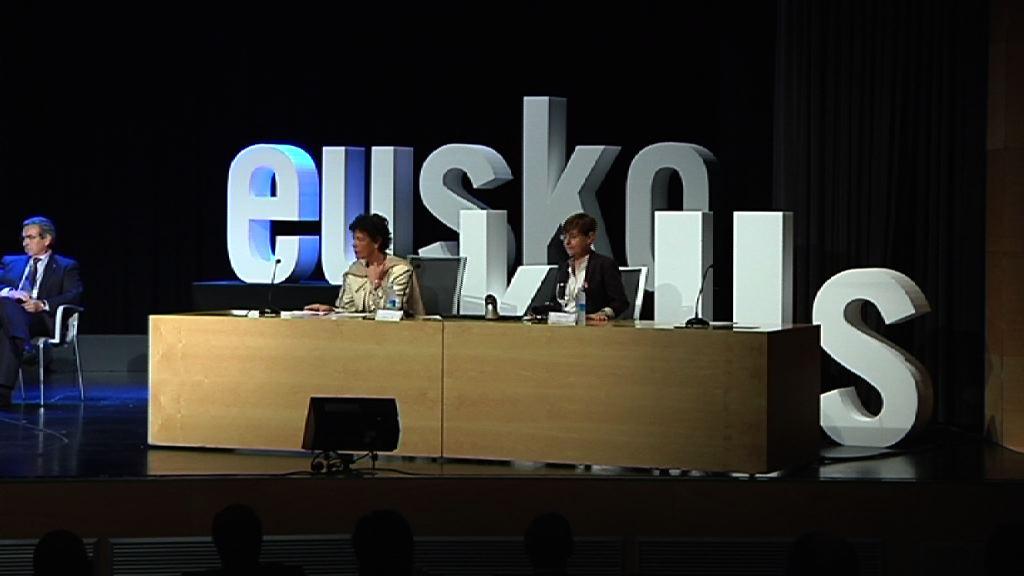 Isabel Celaák eta Gemma Zabaletak Lanbide Heziketako Euskal Kontseiluaren jardunaldietan parte hartu dute [1:39]