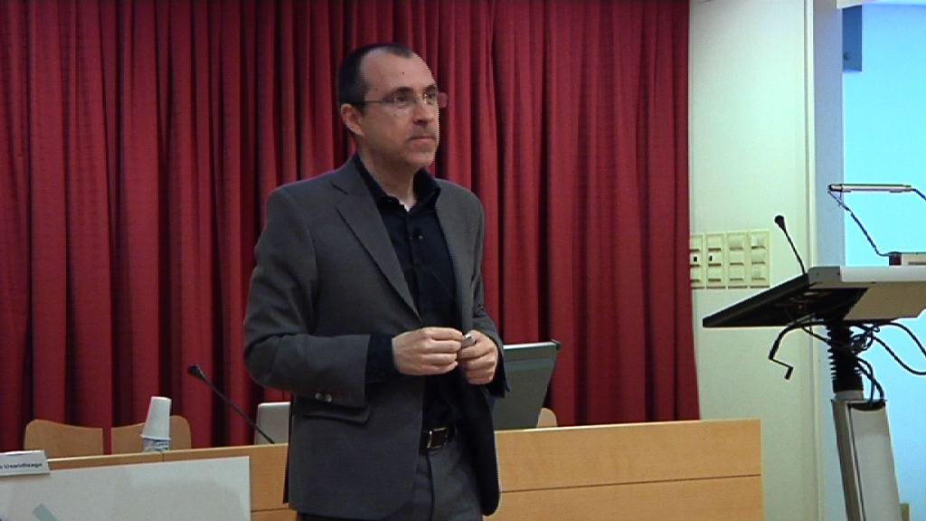 """Hitzaldi Magistrala: """"Enplegu 2.0: ez bilatu aukerak; haiek zu aurkitzea da kontua"""". Alfonso Alcántara [67:25]"""