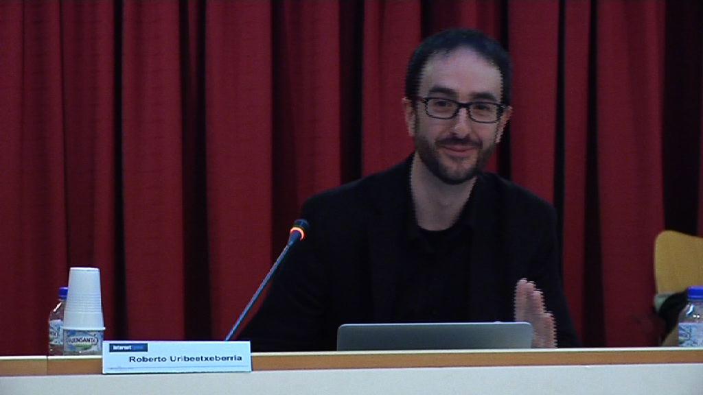 """Hitzaldia """"Lagungarri izan daiteke Internet lana bilatzeko?"""". Roberto Uribeetxeberria [53:56]"""