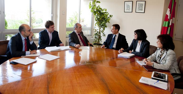 El Gobierno Vasco y el Navarro solicitarán al Ministerio de Fomento la reunión de la Comisión de Seguimiento para analizar el desarrollo del estudio de la conexión del TAV