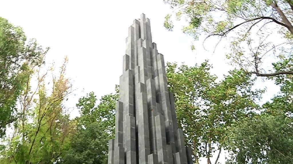 """El Lehendakari subraya """"la posición moral"""" de las víctimas en el aniversario del atentado de Hipercor [9:39]"""