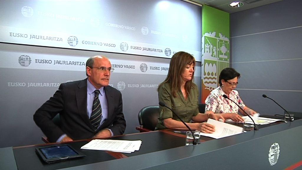 """El Gobierno Vasco aprueba un decreto propio en Sanidad, para """"mantener el 'statu quo' y que no afecten"""" los recortes de Madrid [51:43]"""