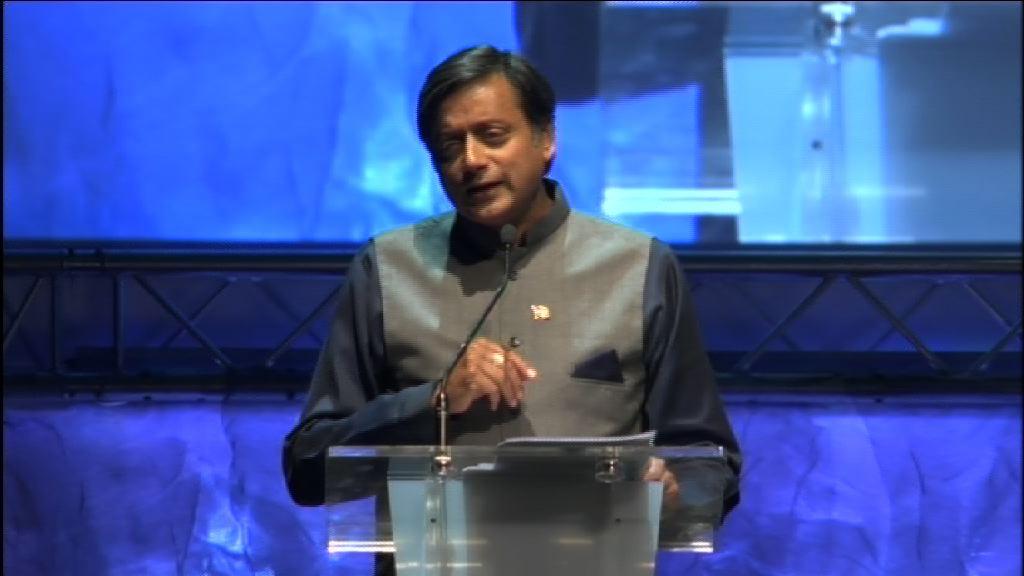 """Shashi Tharoor. Globalizazioa eta giza irudimena. """"Mundua aldatzeko ideiak"""" (12.07.05, osteguna) [36:20]"""