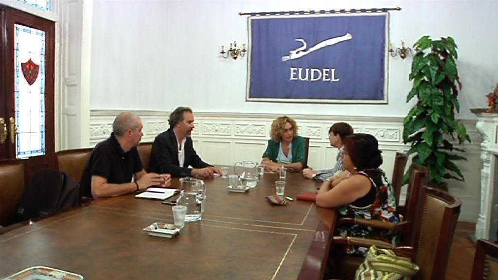 La consejera Zabaleta presenta el Pacto Social por la Inmigración a la presidenta de Eudel [1:24]