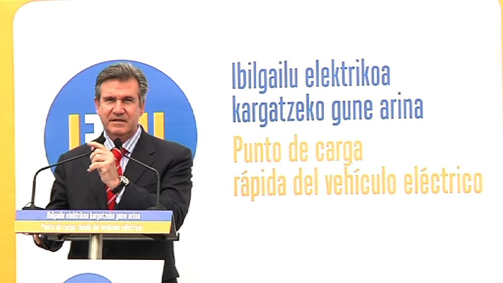 La carga rápida del vehículo eléctrico comienza su despliegue en Euskadi de la mano de Ibil y Nissan [4:56]