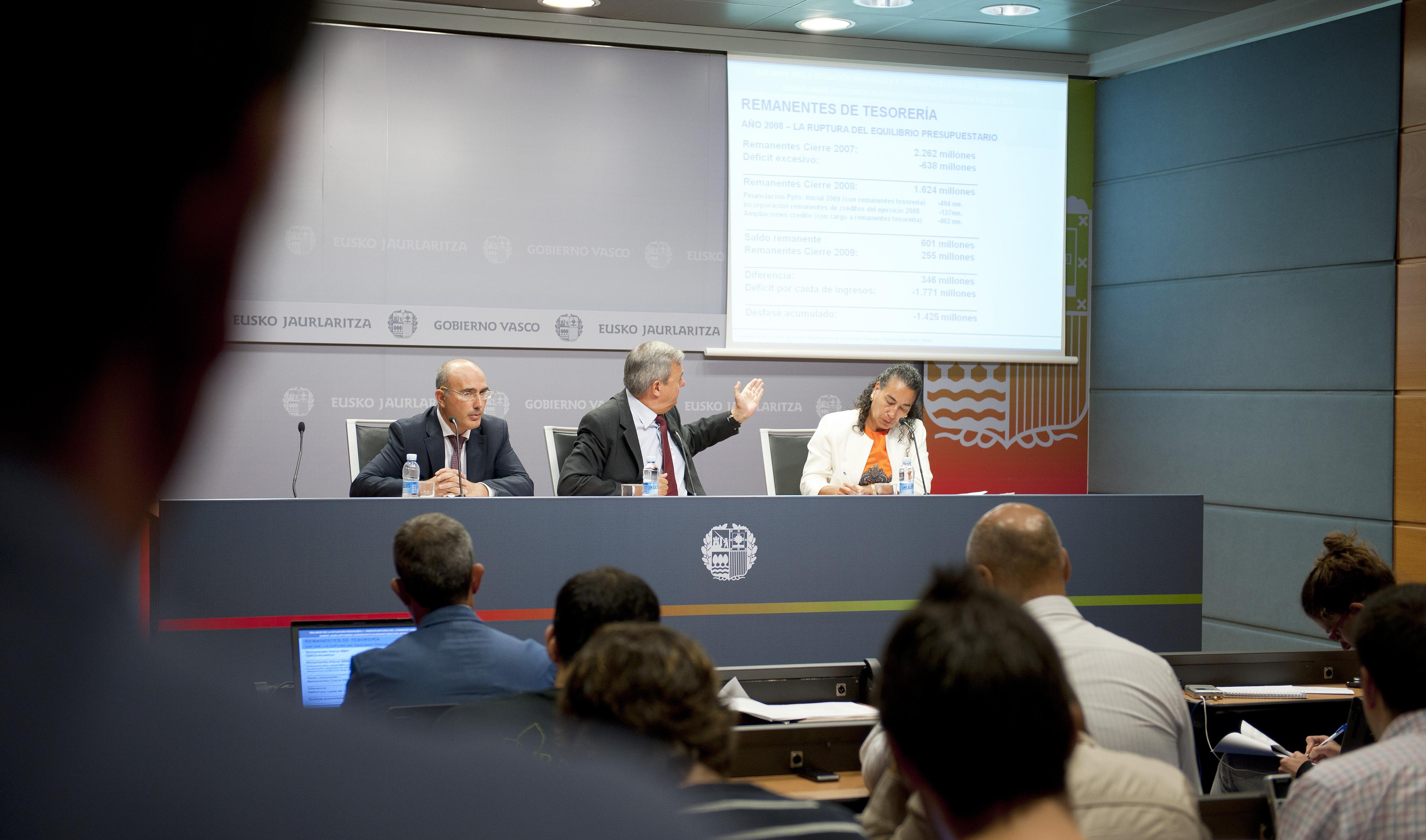 2012_08_30_aguirre_medidas_finanzas06.jpg