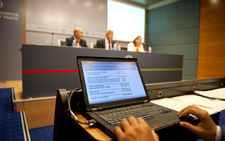 2012 08 30 aguirre medidas finanzas07