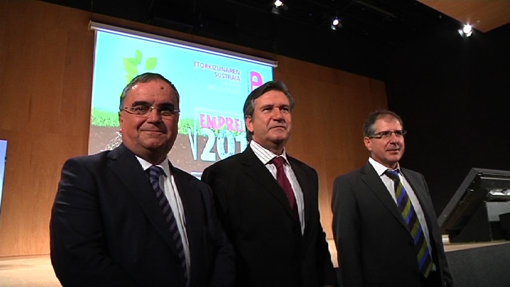 Mas de 2.200 emprendedores y asistentes protagonizan la apertura del Foro Emprende 2012 en el BEC [4:37]