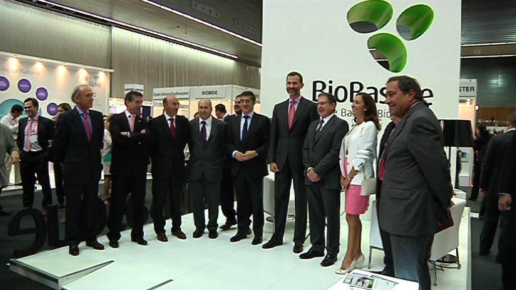 Lehendakariak eta Asturiasko Printzeak standen erakusketa komertziala bisitatu dute Bioteknologiaren Nazioarteko 6. Topaketan [1:48]