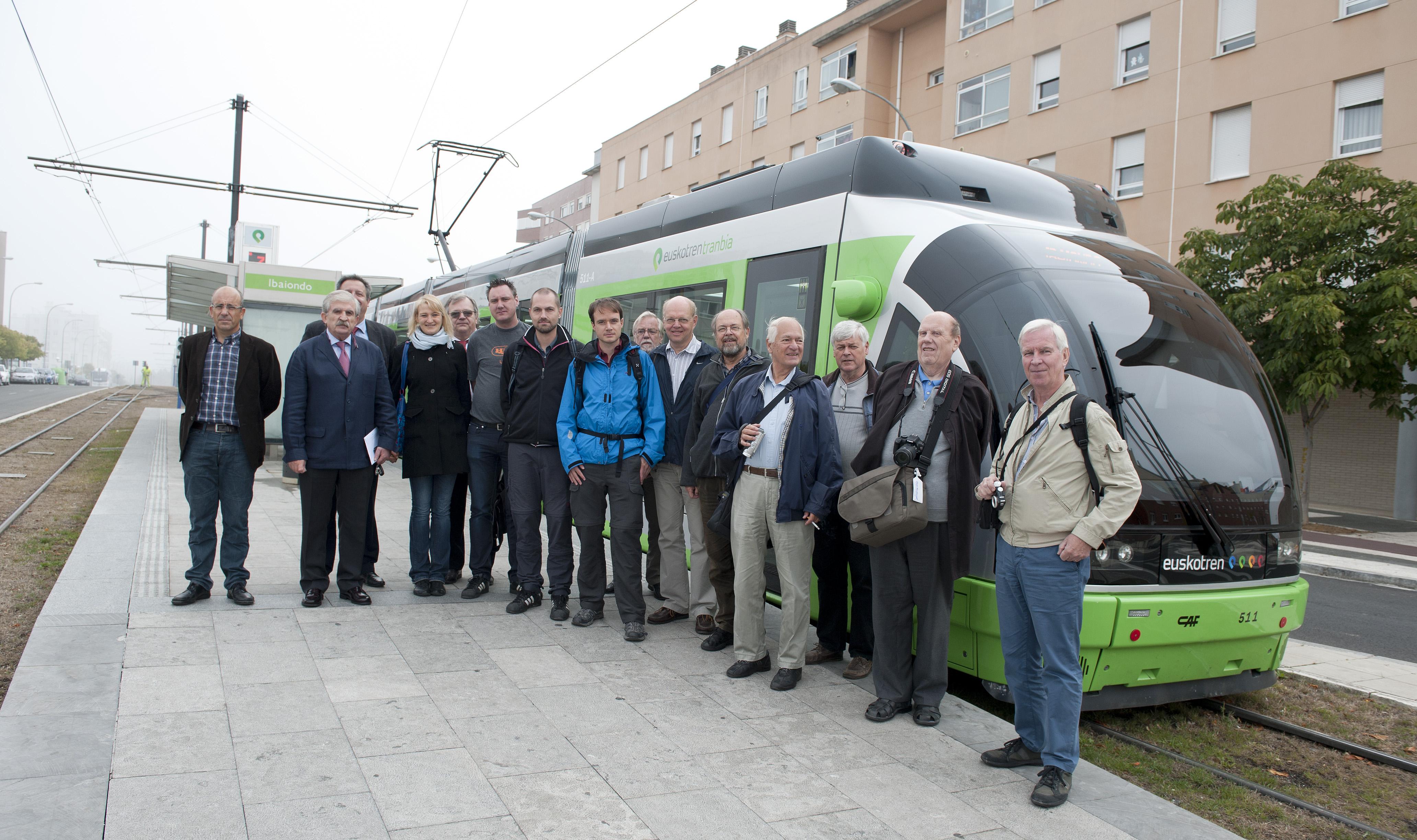 2012_10_01_visita_suecos_tranvia.jpg