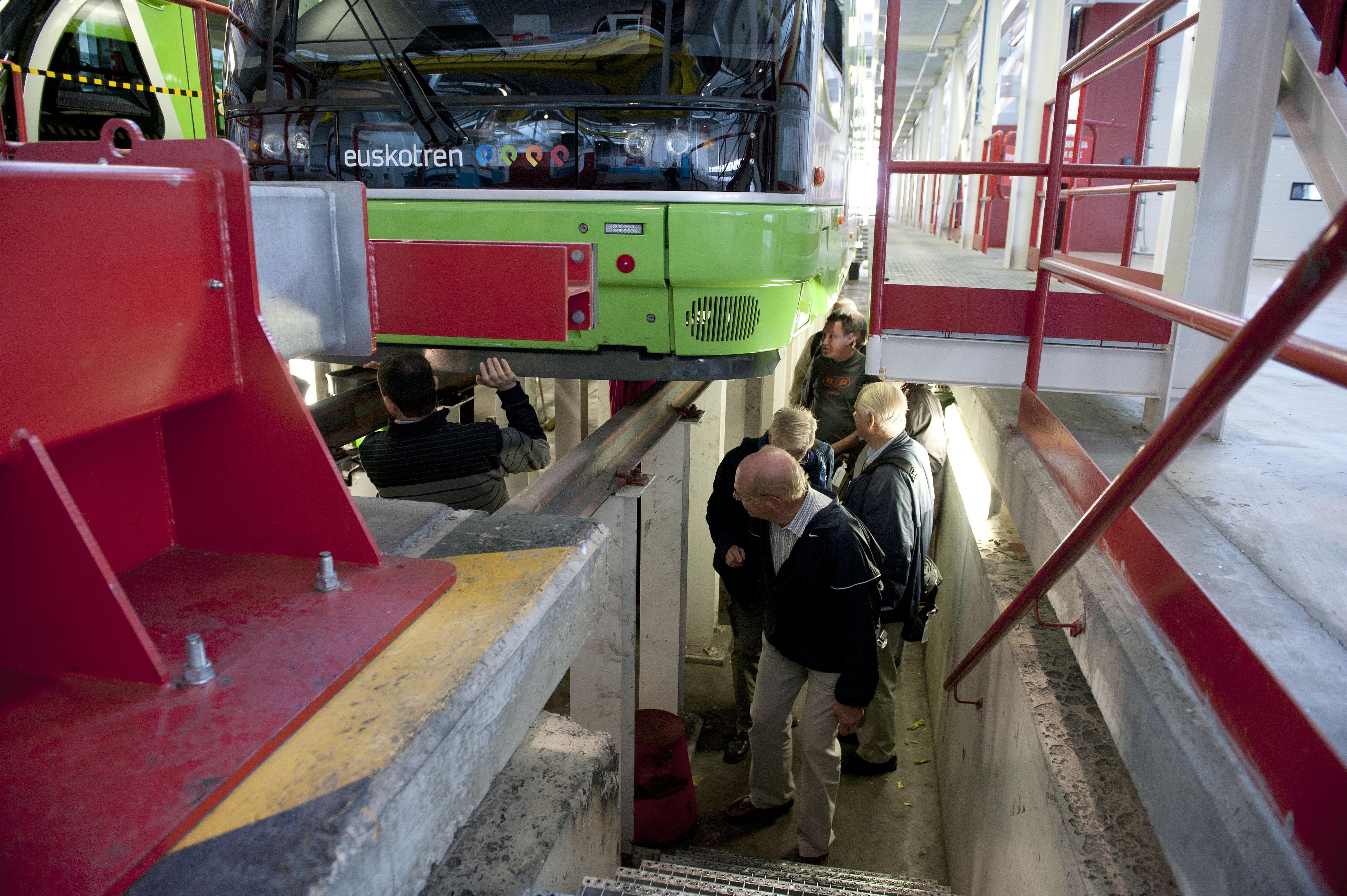 2012_10_01_visita_suecos_tranvia_09.jpg