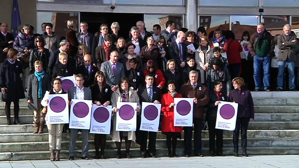 El Lehendakari asiste a la concentración por el Día Internacional Contra la Violencia hacia las Mujeres [5:13]